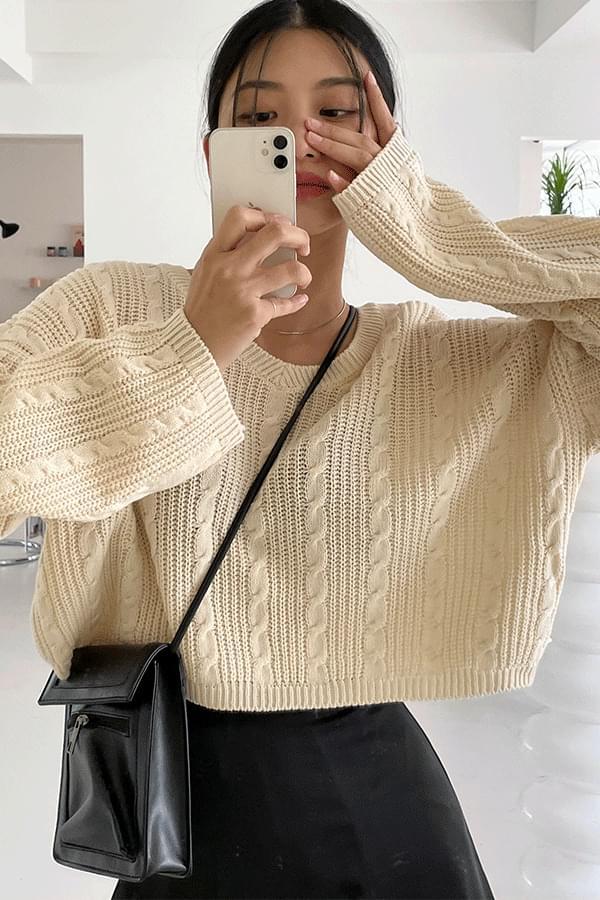 Cream V-Neck Crop Knitwear