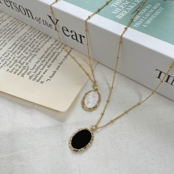 bold point necklace