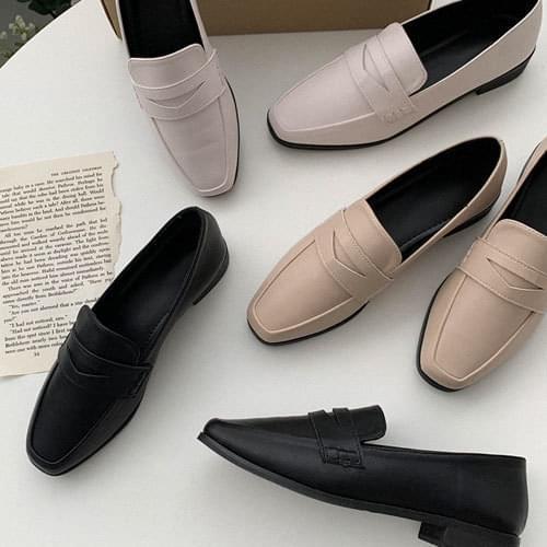 Redundant Basic Loafers