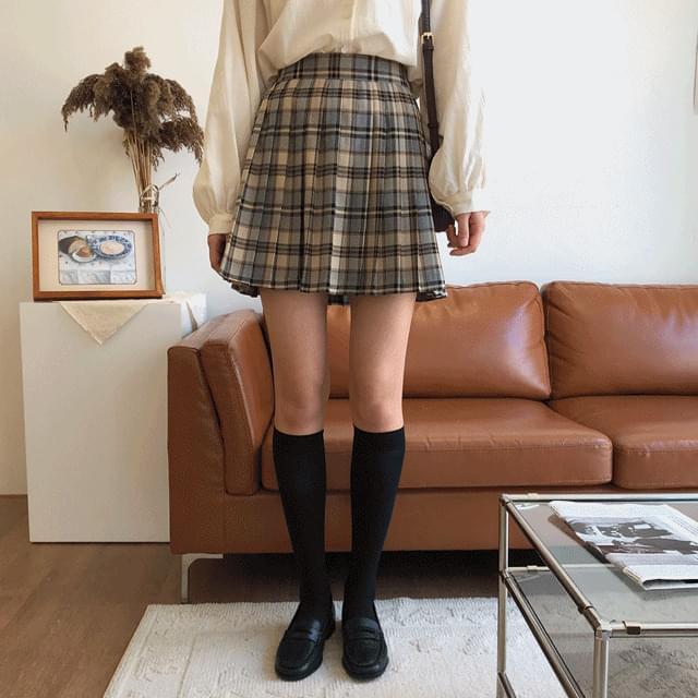 Olleh Check Pleated Skirt