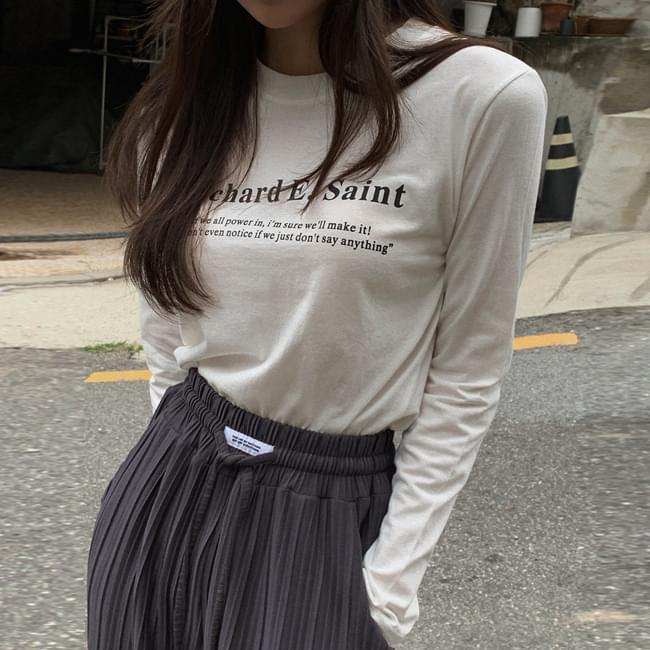 Long sleeve tee with lettering that sticks anywhere 長袖上衣