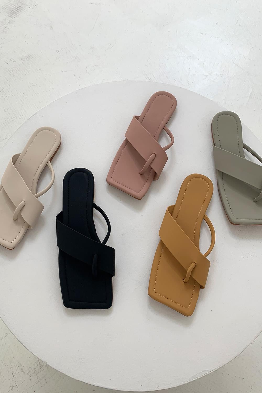 Square Compy Flip Flops