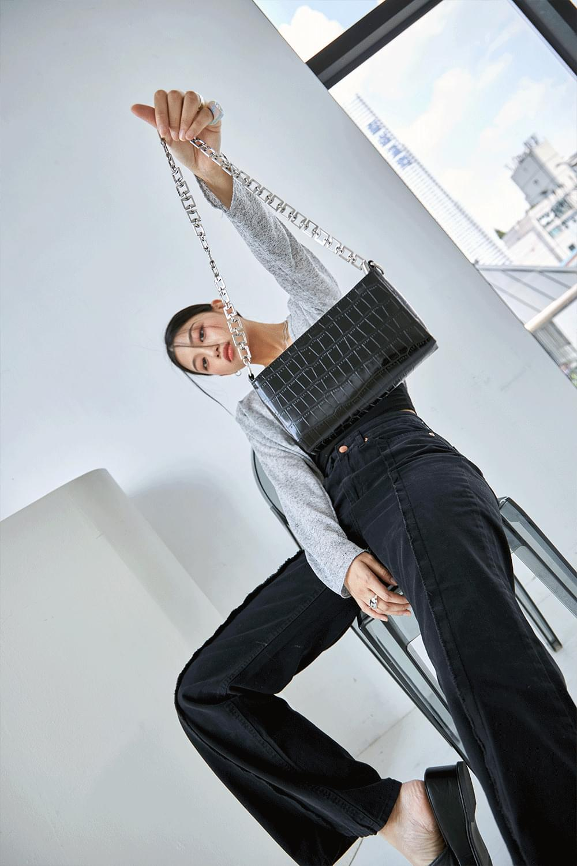 square line chain bag