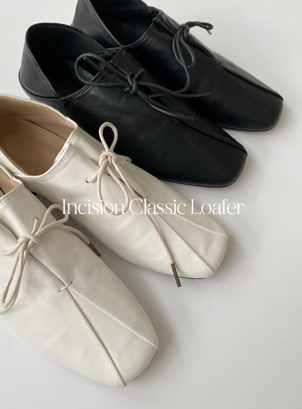 Split classic loafers