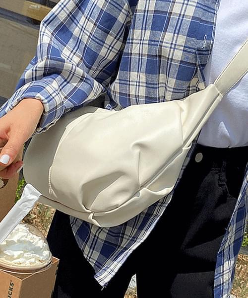 Earth Croissant Crossbody Bag 肩背包