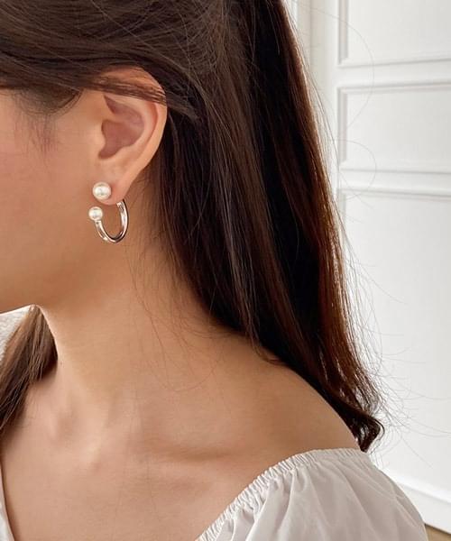 pearl balance earring