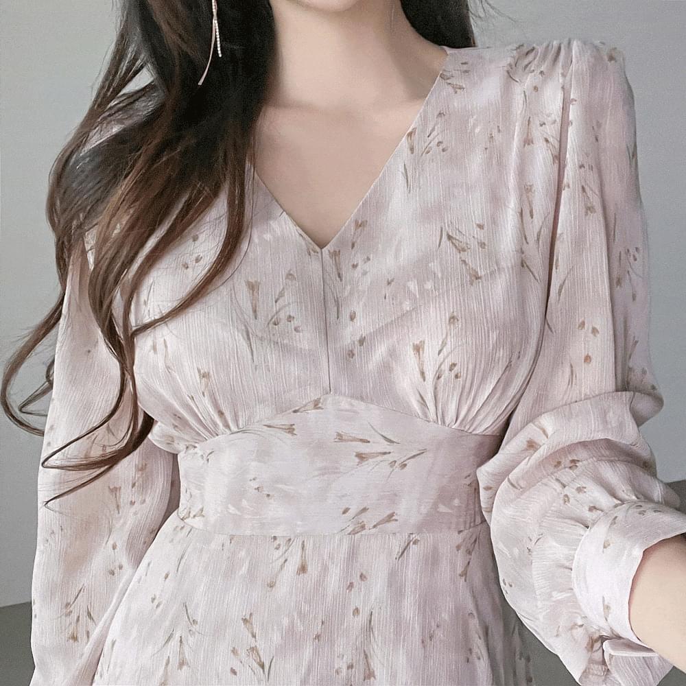 Long chiffon Dress with narrow V-Neck Split shirring and slim fit