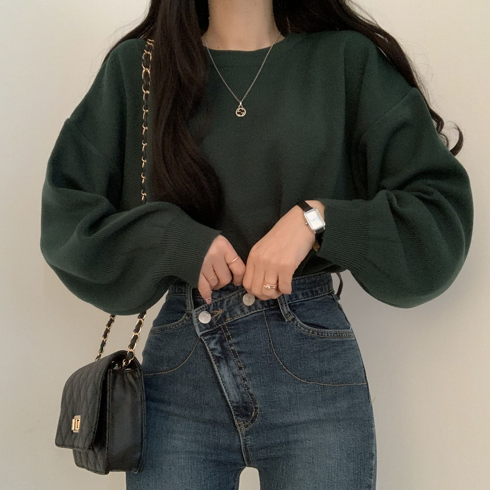 Knitwear with color that goes well with autumn