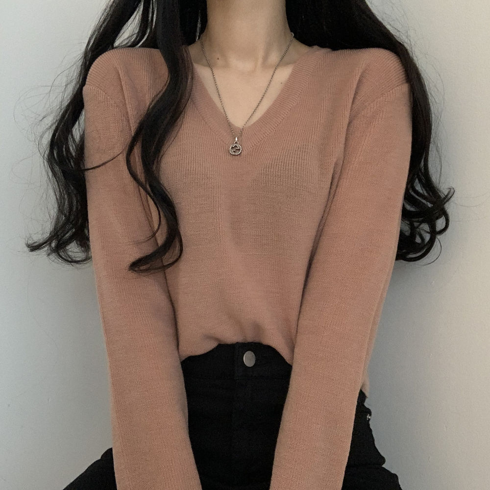 Luxurious color V-Neck knitwear