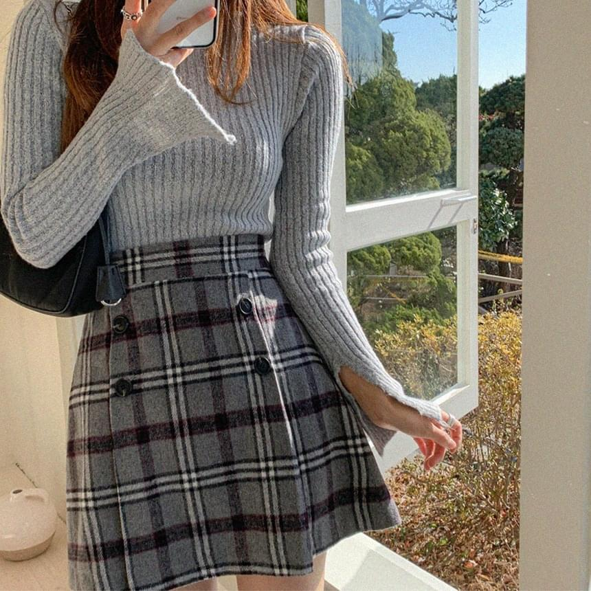 Slit Point Knitwear