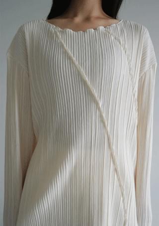 diagonal pleats top