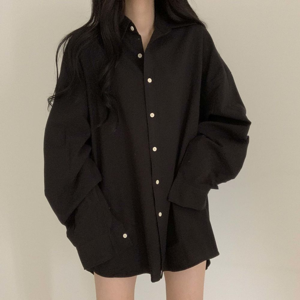 Overfit shirt as if you stole your boyfriend's shirt