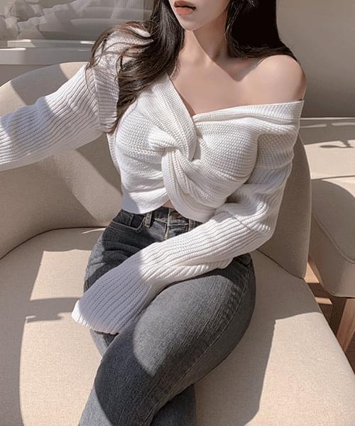 Roséni V-Neck Twist Crop Long Sleeve Knitwear
