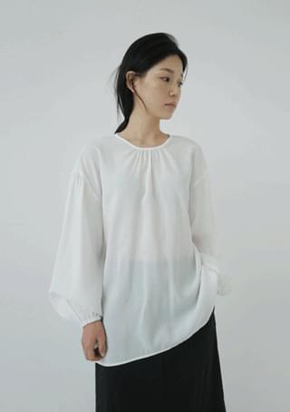shirring O blouse
