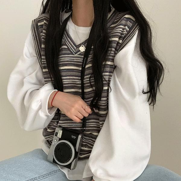 Emotional Stripe V-Neck Vest 針織外套