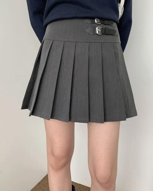 Chemie Buckle Minimal Pleated Skirt