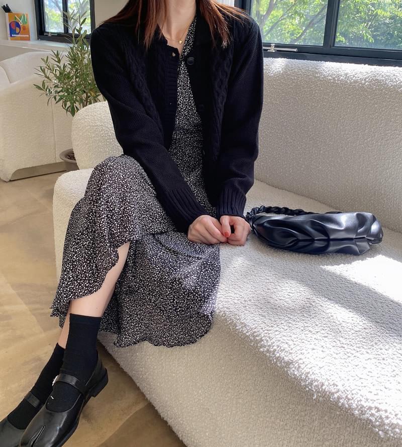 Jane Twisted Collar Knitwear