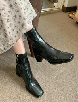 double line middle heel ankle boots
