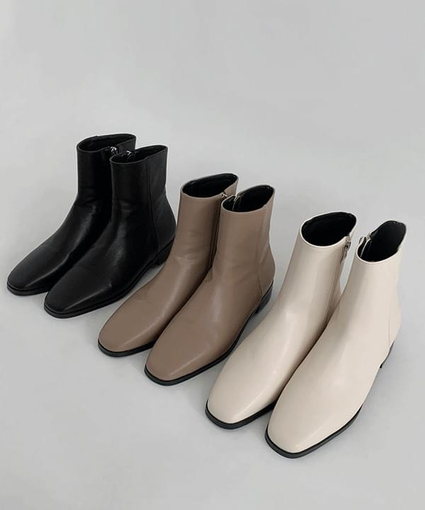 Factor Simple Ankle Boots