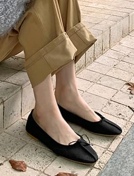Stitched Ribbon Cowhide Flat Shoes