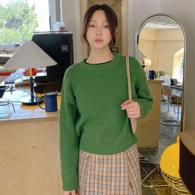 Lovely Semi-Crop Wool Knitwear