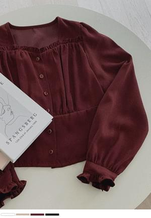 Shirring blouse for a glass of wine
