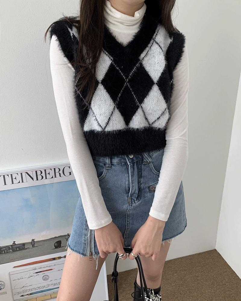 Crank Argyle Crop Angora Fur Knitwear Vest