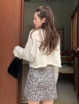 Fluffy Alpaca Wool Crop Knitwear