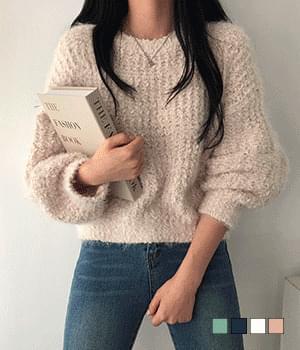 Fluffy Feather Yarn Hachi Crop Knitwear