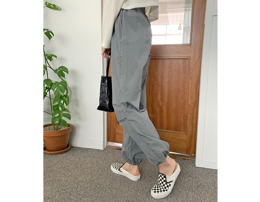 Again Line Jogger Pants
