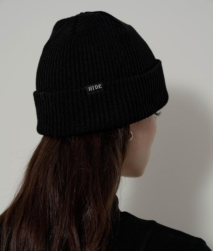 HIDEBlack Embroidered Accent Knit Beanie