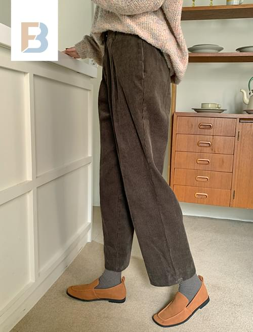 Corduroy Pintuck Crop Pants
