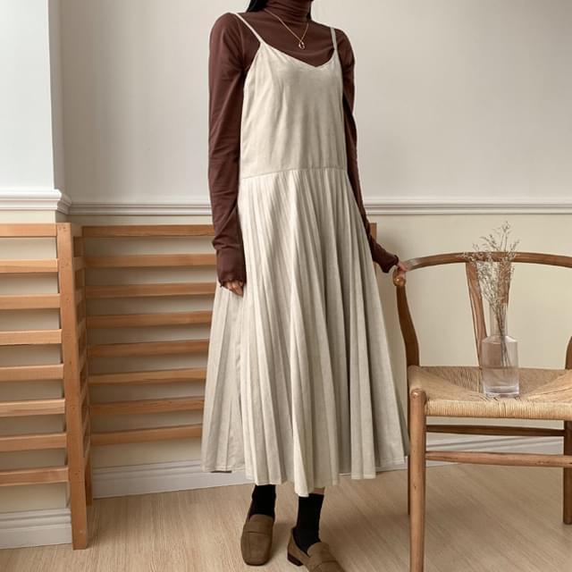 Sleeveless pleated long dress