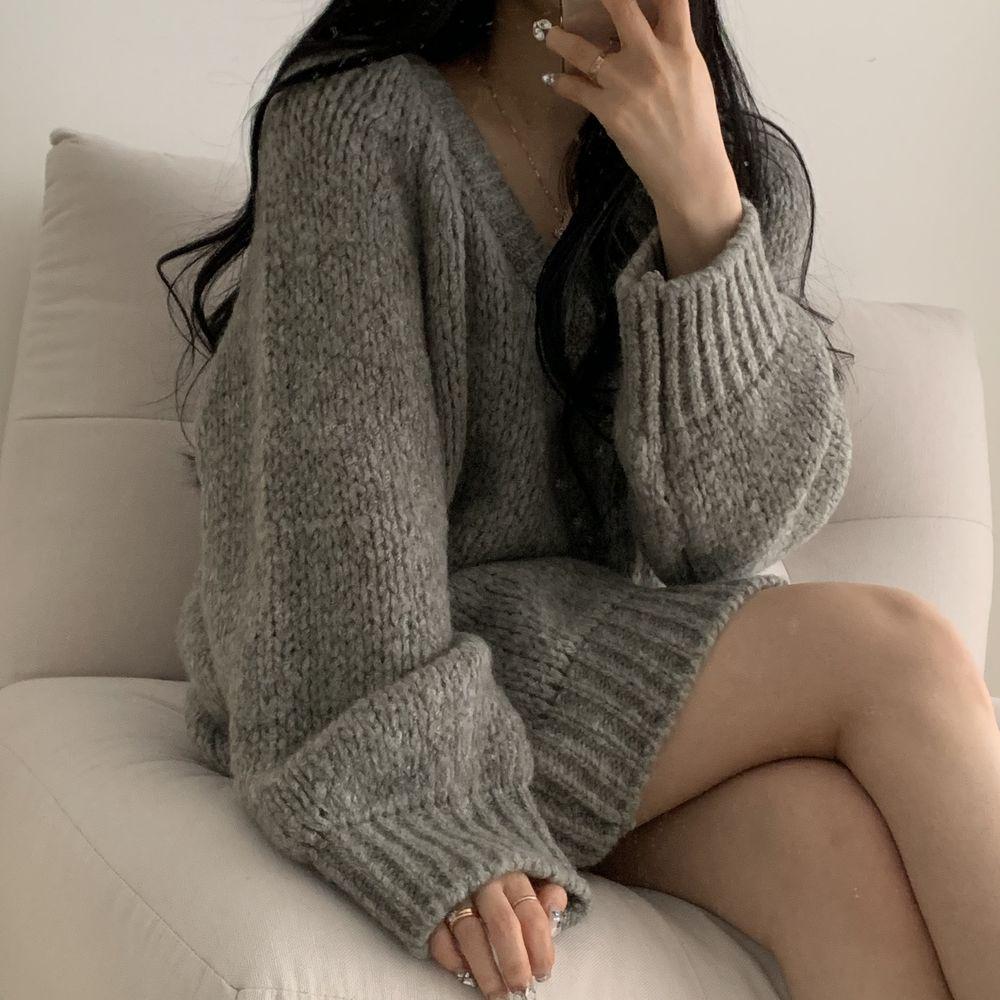 寬鬆V領針織洋裝