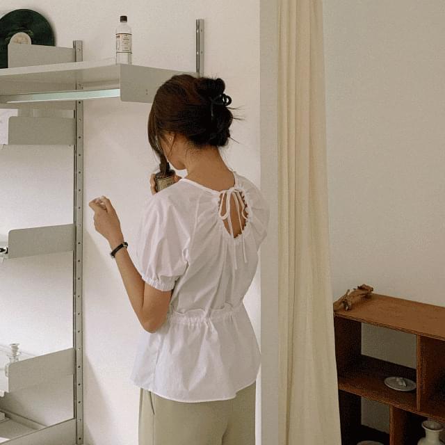 Back hole strap blouse