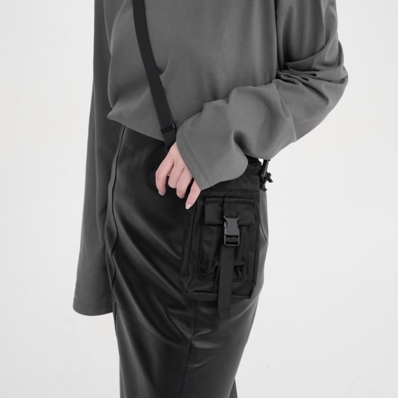 max pocket stopper crossbody bag