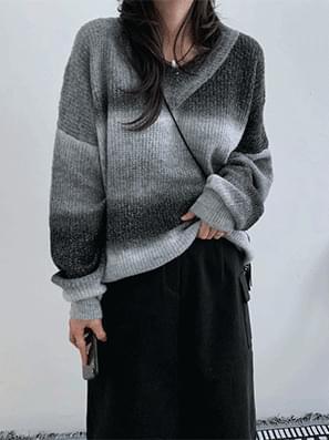 Loose-fit Gradient V Knitwear