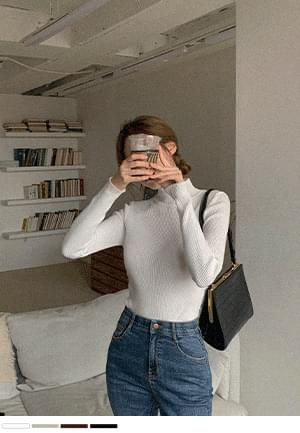 Shall we leave? Ribbed antagonism Knitwear