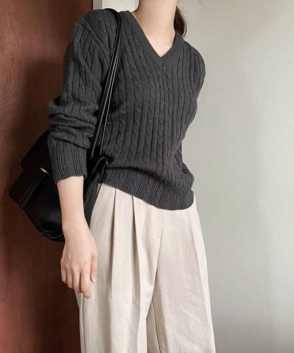 Solid Cable V-Neck Knitwear
