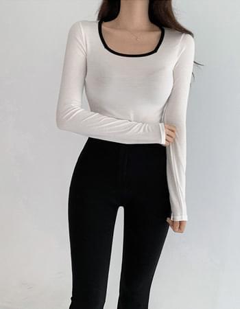 Mild color matching square neck T-shirt