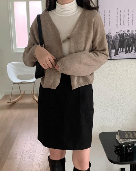 Thompson V-Neck One-Button Wool Crop Cardigan - 2 color