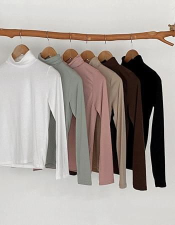 Close-fitting slim fit Turtleneck T-shirt