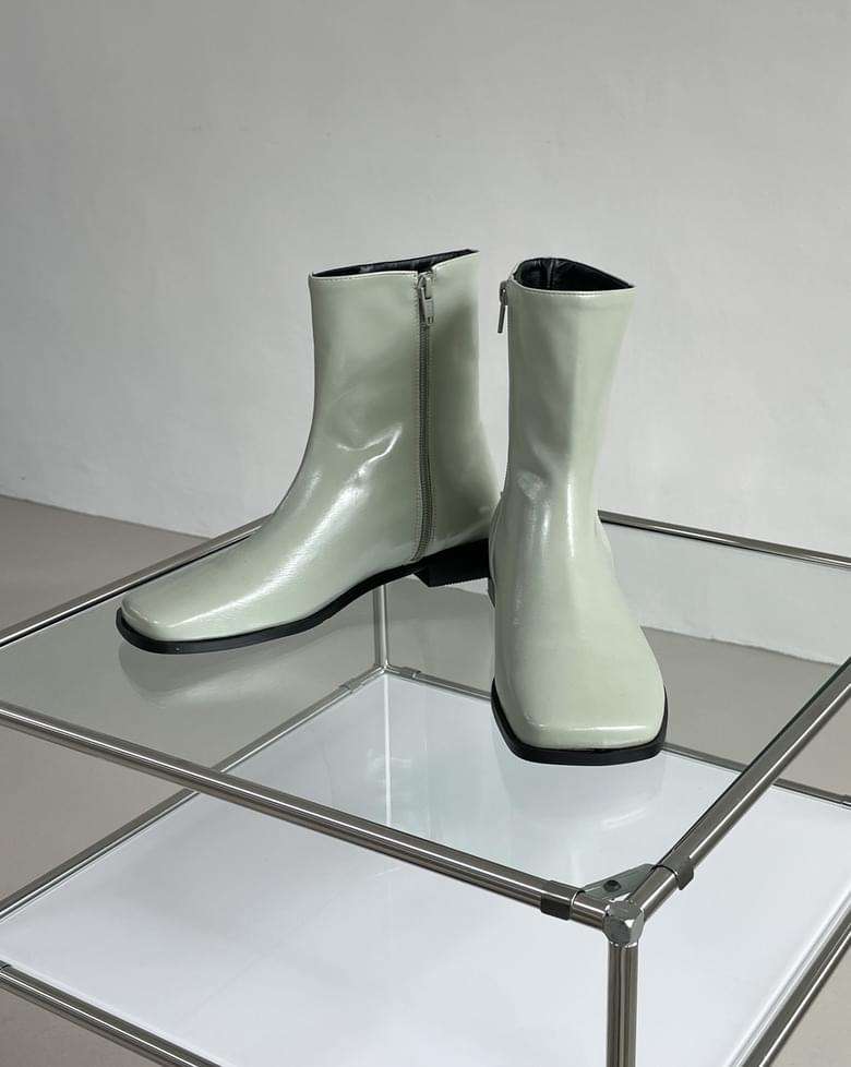 Until square ankle boots