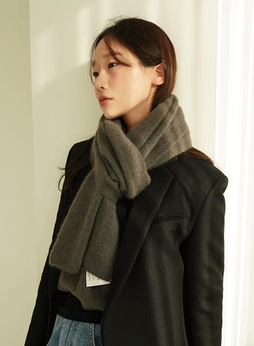 Rich raccoon scarf