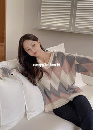Loving Argyle Color Matching V-Neck Knitwear