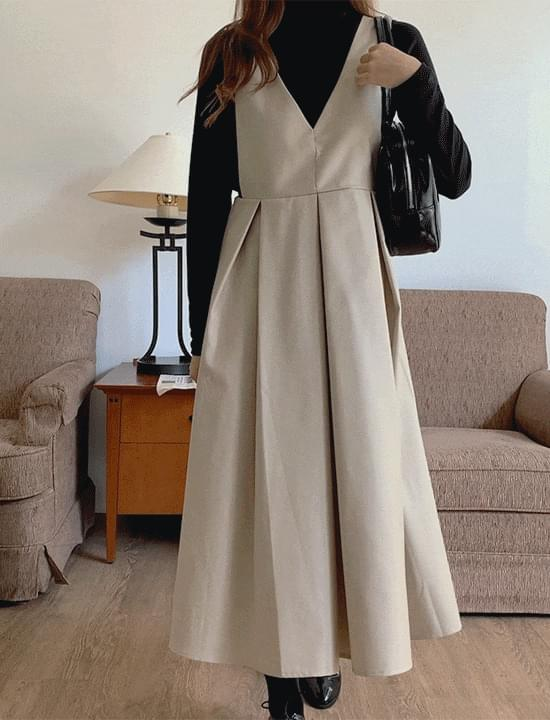 froms pleated Dress