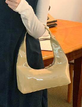 Glossy mini hobo shoulder bag