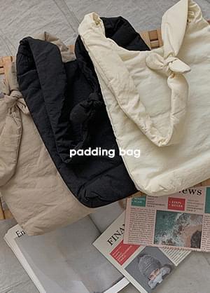 pompony knot padded shoulder bag