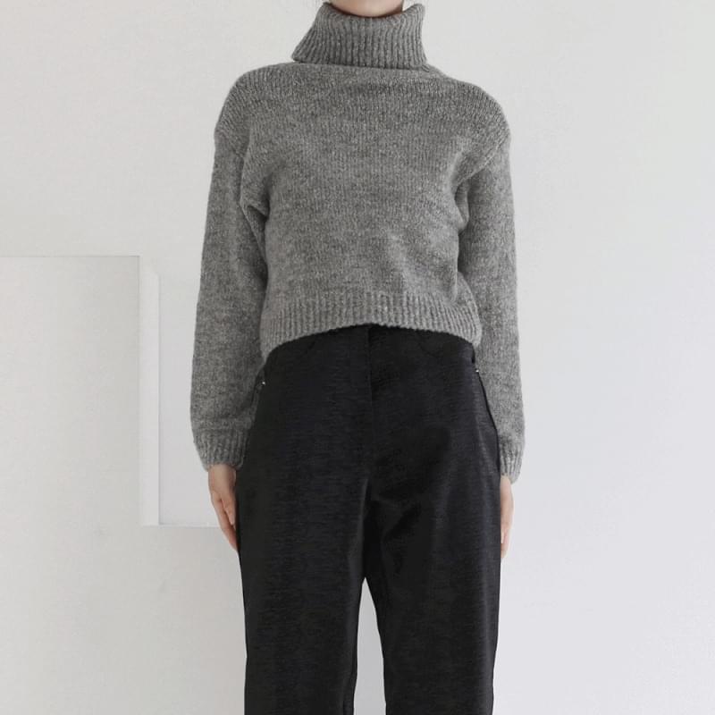 Nicole Turtleneck Crop Knitwear