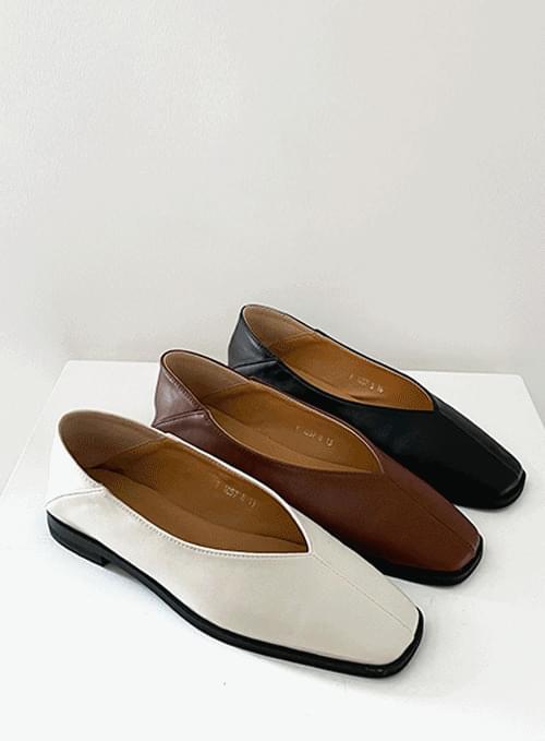 Slim V Babuche Flat Shoes